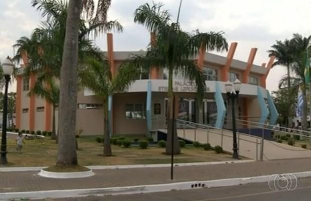 Secretários municipais são suspeitos de fraude em fundo previdenciário em Cristalina, Goiás (Foto: Reprodução/ TV Anhanguera)