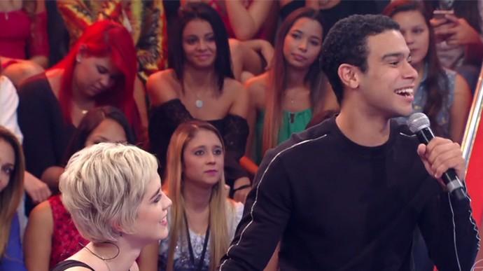 Sophia Abrahão e Sérgio Malheiros se divertiram no programa (Foto: TV Globo)