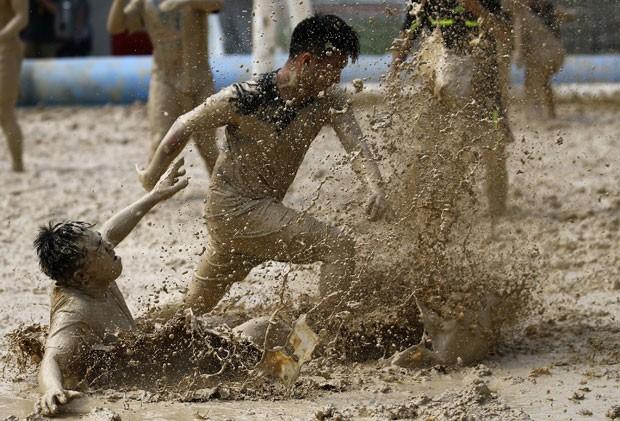Competição reúne 32 equipes de toda a China (Foto: Kim Kyung-Hoon/Reuters)