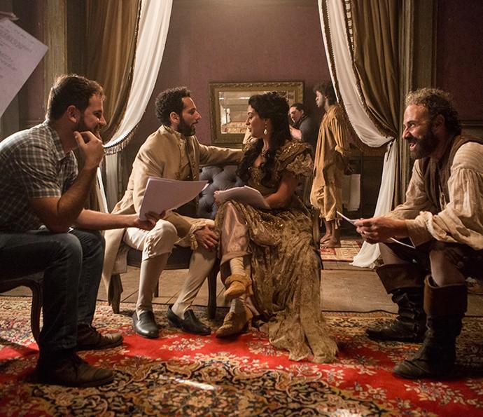 A atriz durante ensaio no estúdio (Foto: Felipe Monteiro/Gshow)