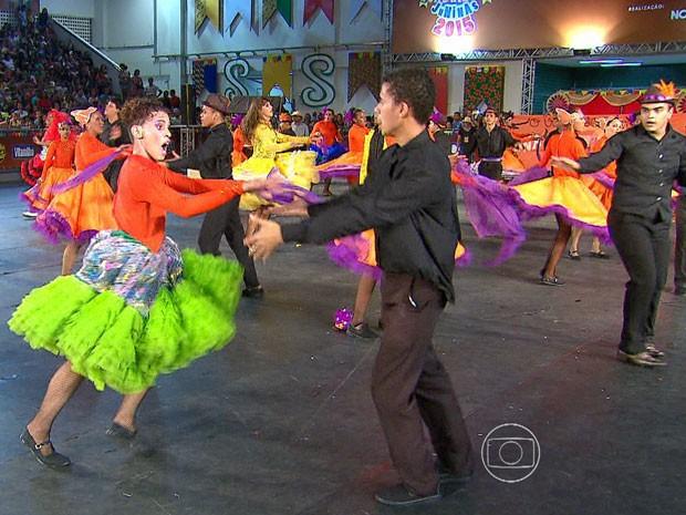 A Festejo, de Camaragibe, contou história de casal que se distanciou por conta de dificuldades. (Foto: Reprodução / TV Globo)
