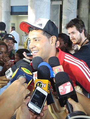 André Santos desembarque Flamengo (Foto: Cahê Mota)
