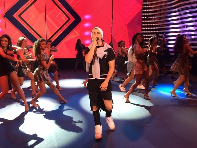 Biel já está no palco do 'Domingão' (Foto: Aline Nunes/Gshow)
