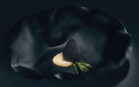 Coxinha negra com requeijão cremoso: receita do chef Alex Atala
