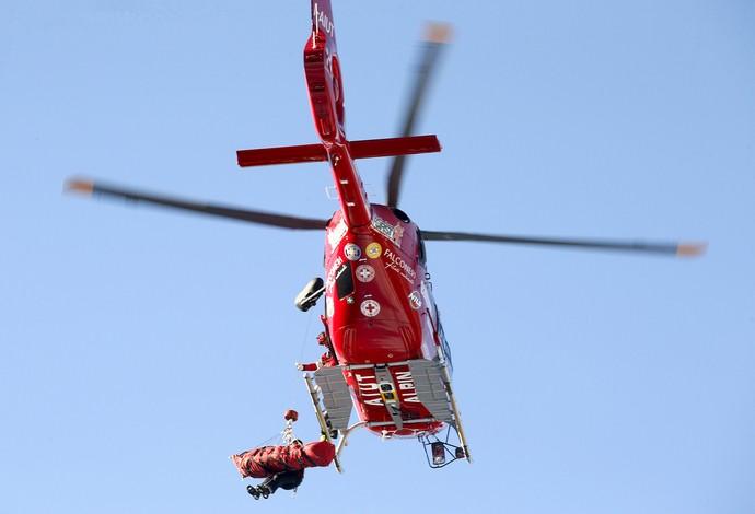 Matthias Mayer acidente copa do mundo de esqui campeão olímpico helicóptero (Foto: Reuters)