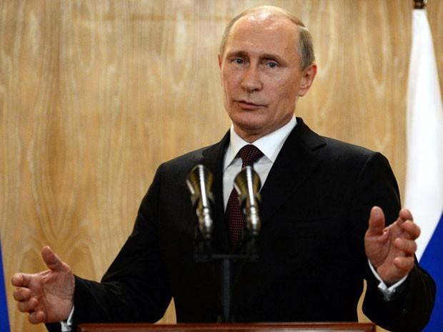 O presidente russo Vladimir Putin fala após o 10º Encontro Ásia-Europa em Milão, na Itália (Foto: AFP Photo/Vasily Maximov )