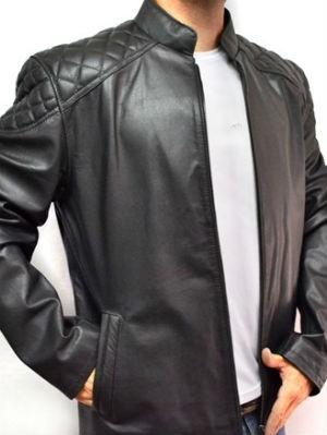 Todo homem precisa ter em seu guarda roupa uma clássica jaqueta de couro (Foto: Divulgação)
