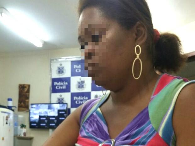 Mulher foi presa em Vila de Abrantes, na cidade de Camaçari (Foto: Divulgação/Polícia Civil)