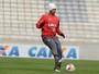 Sem Vinícius, Atlético-PR faz treino na Arena da Baixada antes de decisão