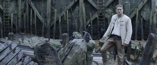 """Com """"Rei Arthur"""", Guy Ritchie desmistifica a obviedade da narrativa medieval (Foto: Courtesy Warner Bros. Entertainm)"""