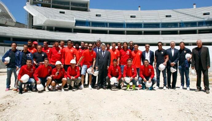 BLOG: Jogadores do Atlético de Madrid visitam a obra do novo estádio do clube espanhol