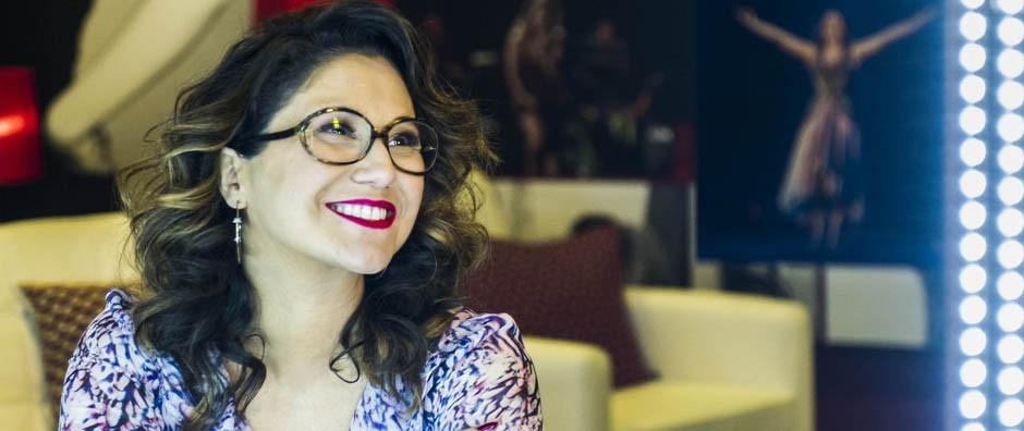 Maria Rita posa toda estilosa no camarim personalizado do Sai do Chão (Cynthia Salles)