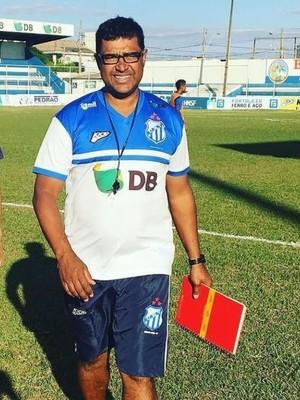 Magela Rodrigues técnico URT auxiliar Johnatan Alemão (Foto: URT/Divulgação)