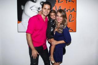 Pedro Leonardo com a mulher, Thais Gebelein, e a filha, Maria Sophia (Foto: Manuela Scarpa/Photo Rio News)