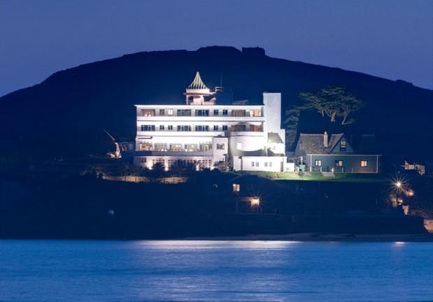 O Burgh Island Hotel inspirou os livros 'O Caso dos Dez Negrinhos' e 'Morte na Praia' (Foto: Agência EFE)