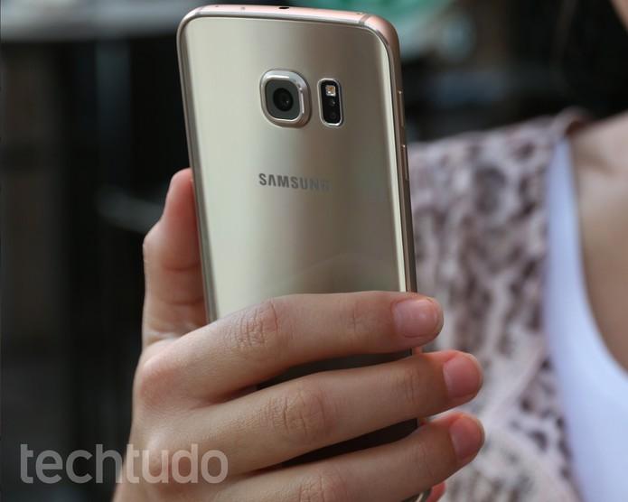 Traseira do Galaxy S6 Edge não é removível (Foto: Lucas Mendes/TechTudo)