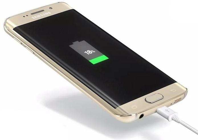 Galaxy S6 Edge possui função de carregamento rápido ausente no iPhone 6s (Foto: Divulgação/Samsung)