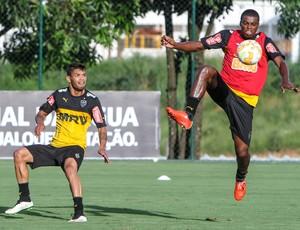Carlos e Jemerson, do Atlético-MG (Foto: Bruno Cantini/CAM)