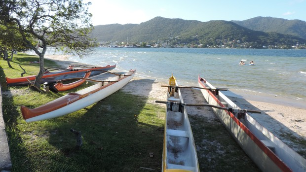 Lagoa da Conceição oferece prática de esportes e passeios de barco (Valéria Martins/G1)
