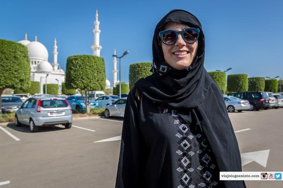 Raquel posa em Dubai para as lentes de Leonardo (Foto: Divulgação)