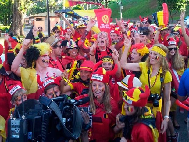 Farra dos torcedores belgas em frente à Arena Fonte Nova (Foto: Ruan Melo/G1 BA)