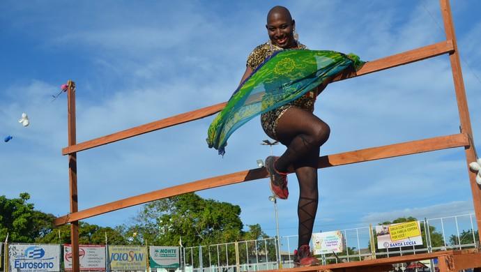 Carnaval, Futebol à fantasia reúne 'Dondocas e Bonecas' no Amapá  (Foto: Jonhwene Silva/GE-AP)