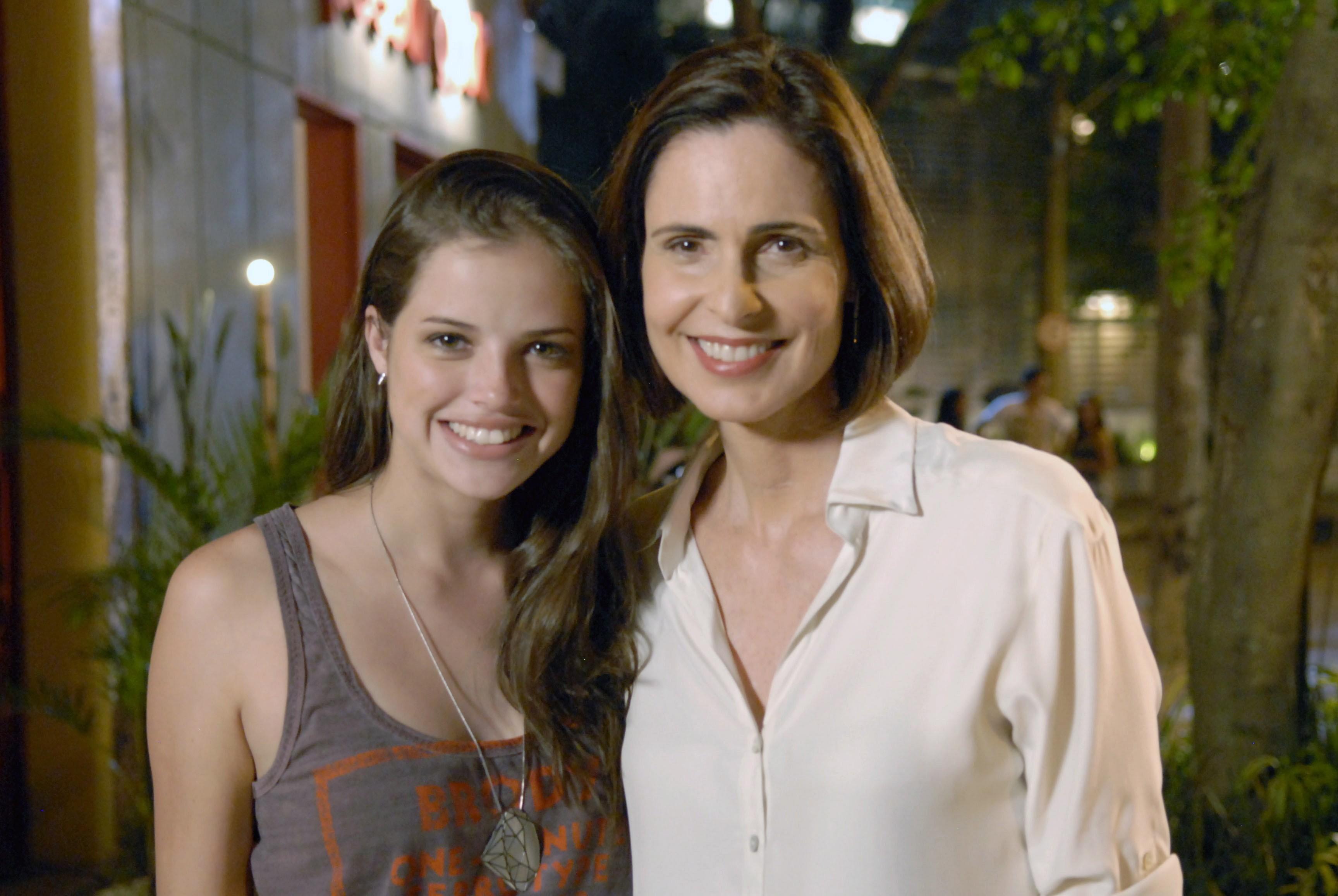 """Silvia Pfeifer e Agatha Moreira em """"Malhação"""" (Foto: Rafael Sorín/TV Globo)"""
