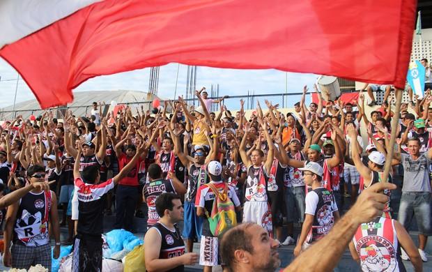 'Esporão do Galo' puxa grito entre torcedores (Foto: Renan Morais/GLOBOESPORTE.COM)