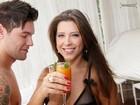 Andressa e Nasser provam drinque e se soltam em ensaio para Paparazzo