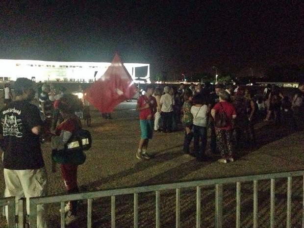 Manifestantes protestam em frente ao Supremo Tribunal Federal (Foto: Renan Ramalho / G1)