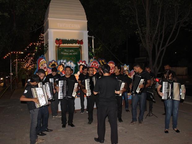 Abertura foi feita pela Orquestra Sanfônica (Foto: Ellyo Teixeira/G1)