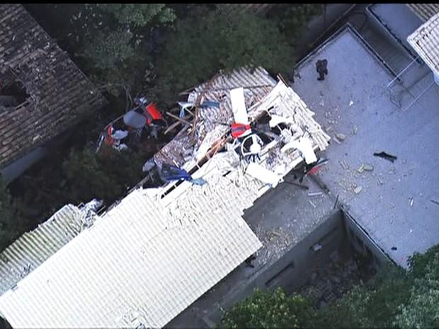 Aeronave ficou destruída (Foto: Reprodução/TV Globo)