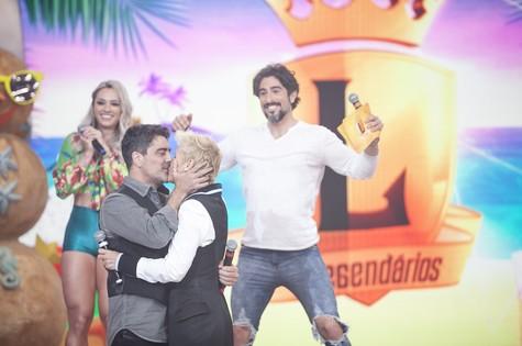 Xuxa e Junno Andrade com Marcos Mion no 'Legendários' (Foto: Edu Moraes/ Record)