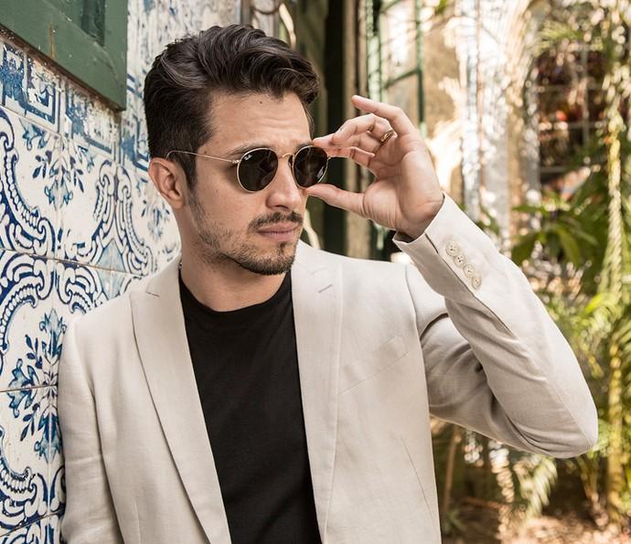 """Para Romulo Estrela, a moda é um complemento: """"Algo que ajuda a gente a se apresentar bem, independente da profissão"""", acredita (Foto: Fábio Rocha/Gshow)"""