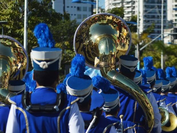 40 entidades participaram do desfile em Itajaí (Foto: Luiz Souza/RBS TV)