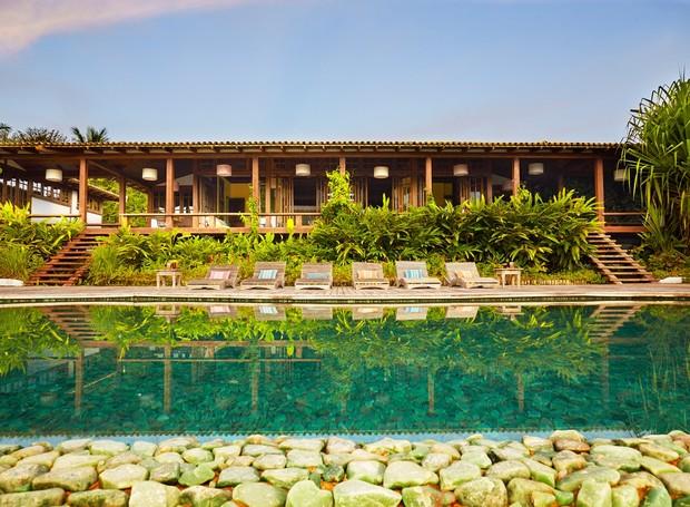 Essa casa de 850 m² na Praia dos Nativos foi projetada pelo casal Novogratz, e tem vista pro mar (Foto: Divulgação)