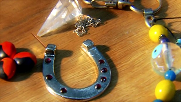 Vários amuletos estão ligados a nos trazer sorte. Afinal, eles funcionam?  (Foto: Reprodução EPTV)