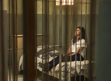 Alice decide fugir da cadeia!