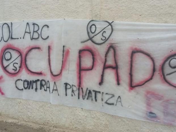 Colégio Américo Borges de Carvalho também foi ocupada pelos estudantes Anápolis Goiás (Foto: Divulgação)