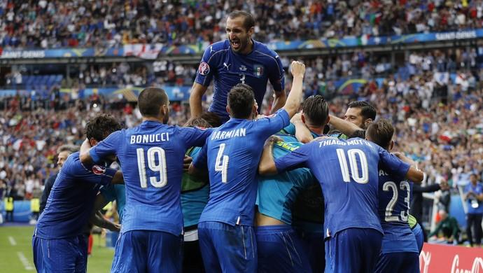 Itália x Espanha (Foto: Reuters)