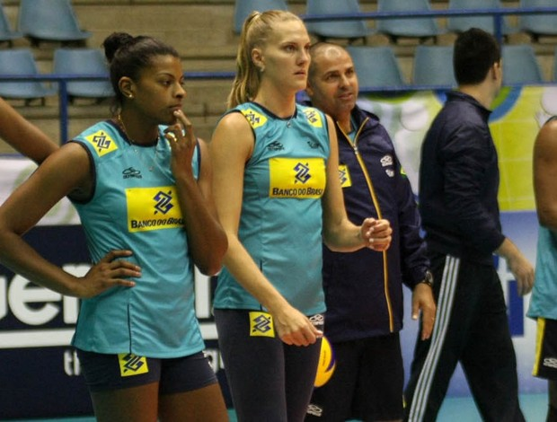 Fernanda Garay treino Brasil vôlei (Foto: Alexandre Arruda/CBV)