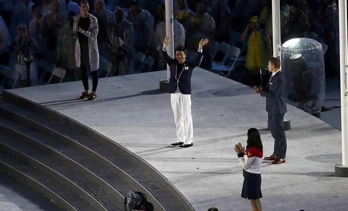 Comissão de atletas do COI no Maracanã  Ryu Seungwoo,  Britta Heidemann, Yelena Isinbayeva (Foto: Reuters)