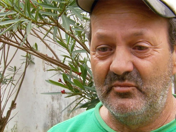 'Me sinto menor que um grão de areia', diz jardineiro após ofensas em Itanhandu (Foto: Devanir Gino/ EPTV)
