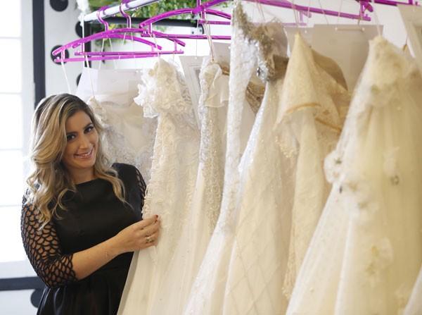 A estilista Carol Hungria dá sugestões de vestidos de noiva para cada tipo de casamento (Foto: Divulgação)