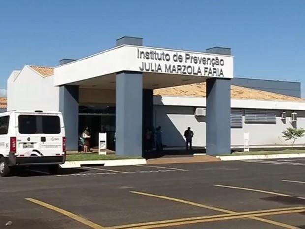 Unidade do Hospital de Câncer em Fernandópolis corre o risco de fechar sem repasses federais (Foto: Reprodução/TV TEM)