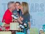 Ana Hickmann comemora aniversário ao lado do filho e recebe famosos