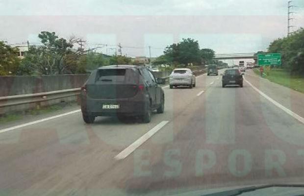 Flagra novo Fiat X6H (Foto: Pedro Mion/Autoesporte)