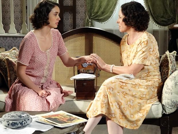 Iracema conta à mãe que perdeu a virgindade (Foto: Gabriela / TV Globo)