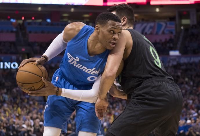 Westbrook foi crucial para o Thunder mais uma vez (Foto: J Pat Carter/Getty Images)