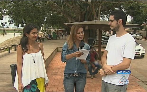Cineastas são entrevistados pelo Acre TV (Foto: Reprodução TV Acre)